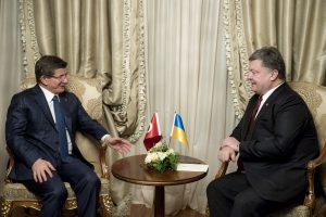 Turkish Prime Minister Ahmet Davutoglu meeting with Ukrainian President Petro Poroshenko on the sidelines of the World Economic Forum in Davos, Switzerland, 20 January 2016. Photograph courtesy of the Office of the President of Ukraine.