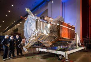 洛克希德·马丁工厂的DigitalGlobe的WorldView-4高分辨率地球观测卫星。照片由洛克希德·马丁公司提供。