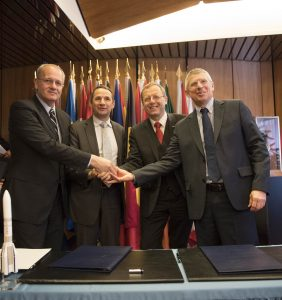 Jean-Yves Le Gall, Thierry Mandon, Jan Woerner, Alain Charmeau during Signing of Contract for the Programme on the ARIANE; Credits: ESA